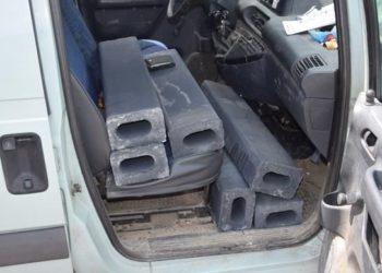 Peugeot Expert - przesadził z ładunkiem. Zderzak prawie ocierał się o drogę