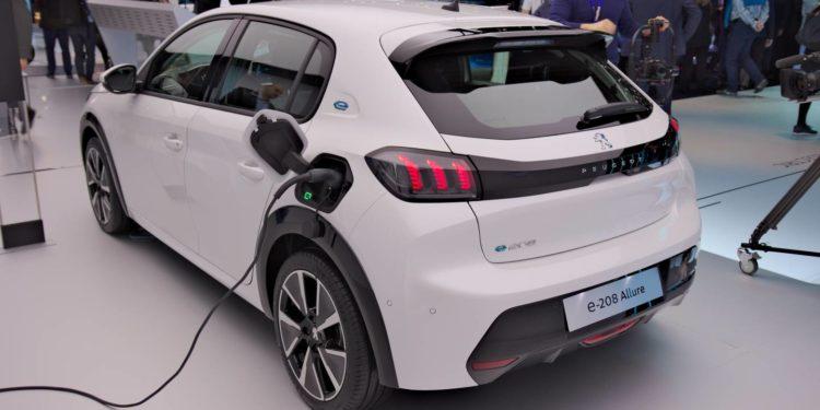 Fiat z napędem elektrycznym na platformie Peugeot?