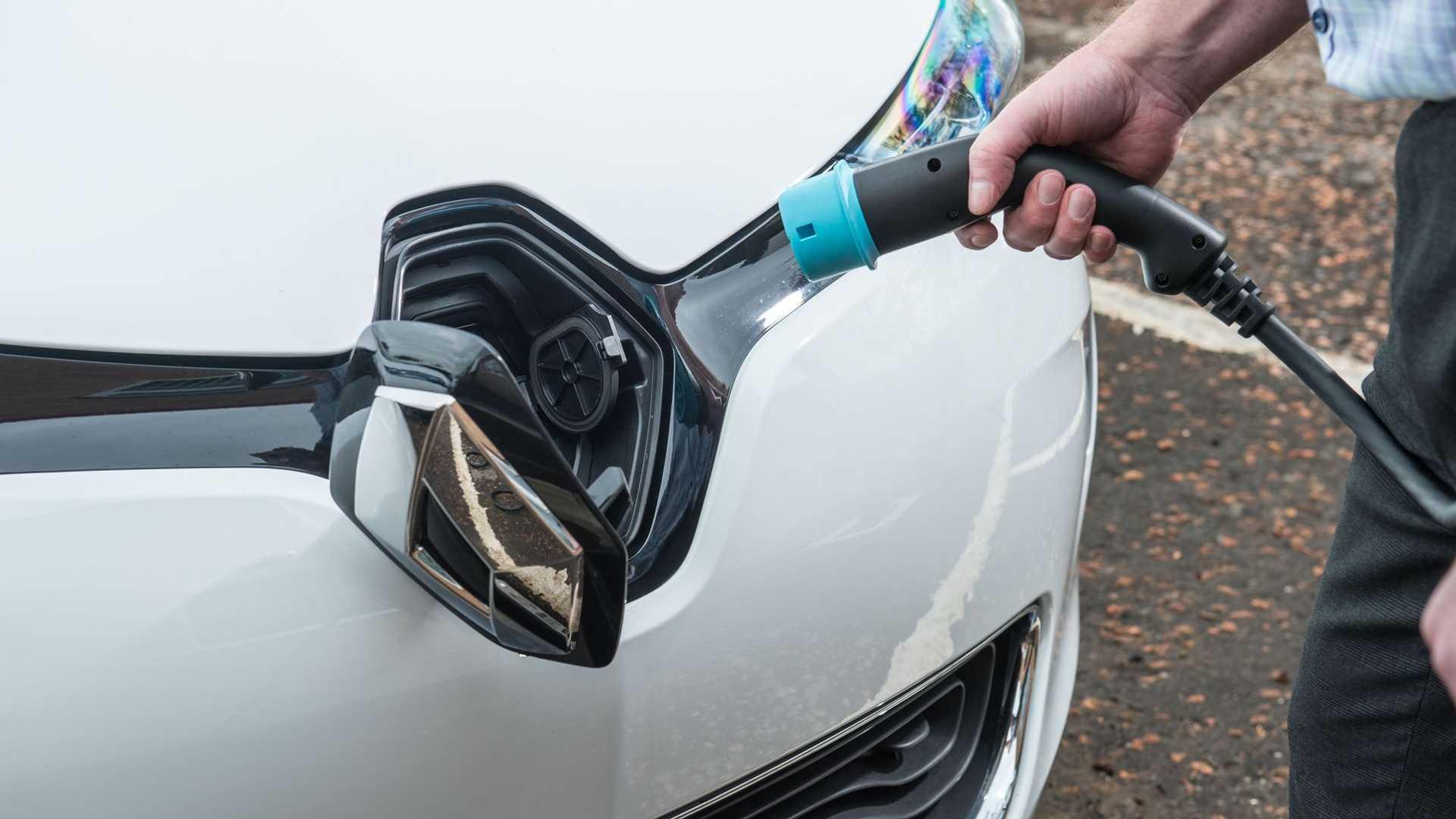 Francja ma stać się liderem w produkcji samochodów elektrycznych